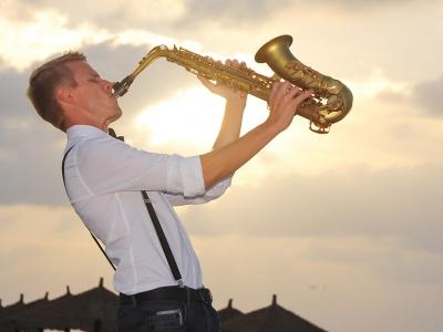 na fotke je Saxofonista Deesaxx - Stella Production