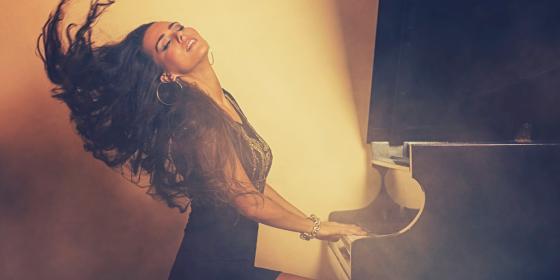 na fotke je speváčka Juliett Novak - Stella Production