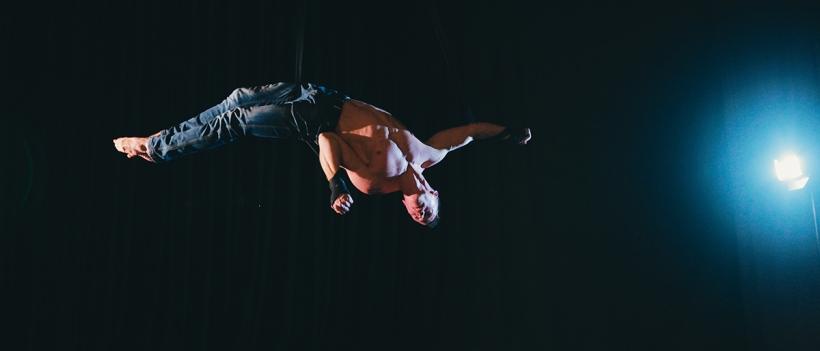 Fotil Lukáš Krist akrobata Richarda Simoníkaa
