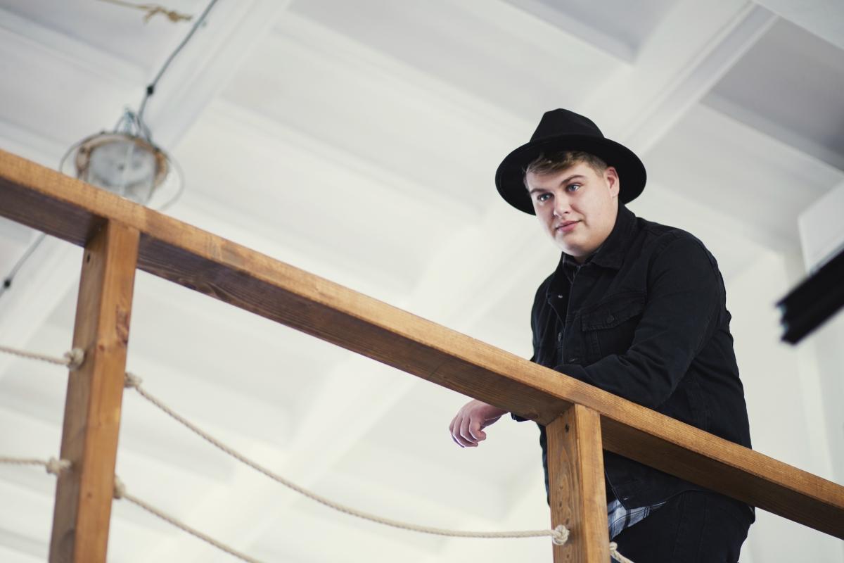 na fotke je spevák Martin Císar - Stella Production